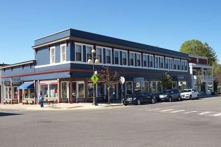 Cozy Downtown Main Street Condo - Harbor Springs - Apartament