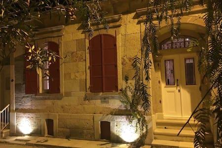 An Exceptional Stone House-Massalia - Foca - Dům