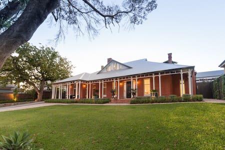 Stunning executive home with pool - Talo