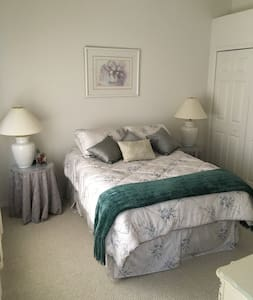 Bedroom w/ private bath - Citrus Springs