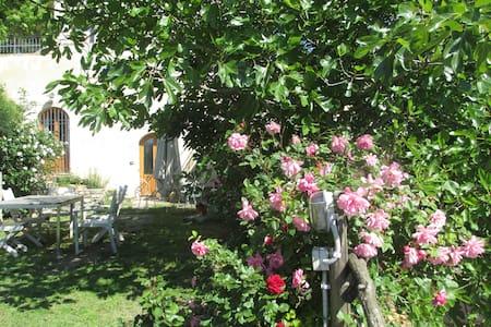 Casa immersa nel verde vista mare - Finale Ligure