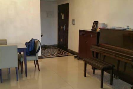 火车站商圈 76平时尚公寓 (1.8米大床) - Foshan - Wohnung