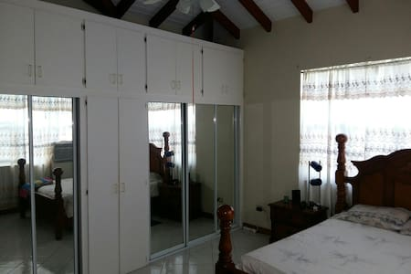 Extra large room in Road Town - Road Town - Apartment