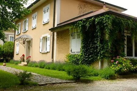Chambres d'hôtes dans propriété au calme - House