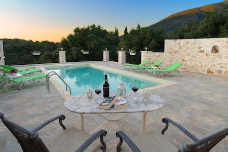 SECLUDED STUNNING  VILLA WITH POOL - Grizata - Villa