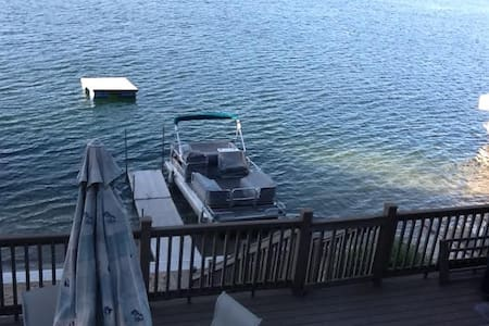 Lakefront home with hot tub and boat access option - Appartement