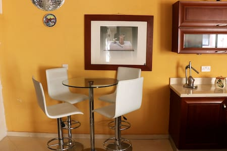 Spacious room in a large house in Central Sliema. - Sliema - Bungalow