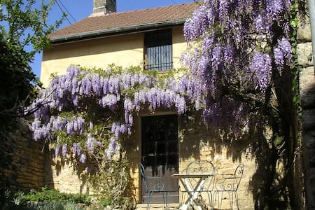 Beautiful restored stone farmhouse near Sarlat - Ev