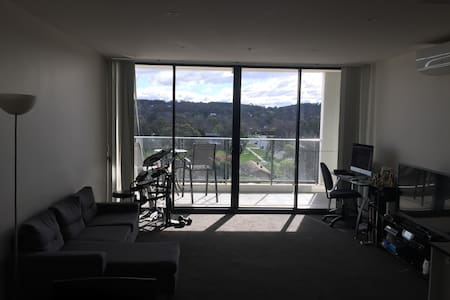 Central modern Canberra apartment with gym & pool - Apartmen