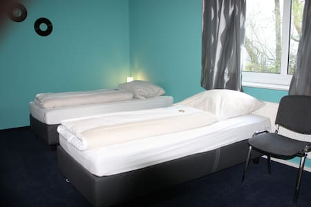 3-Bett-Zimmer in Reinbek - Reinbek - House
