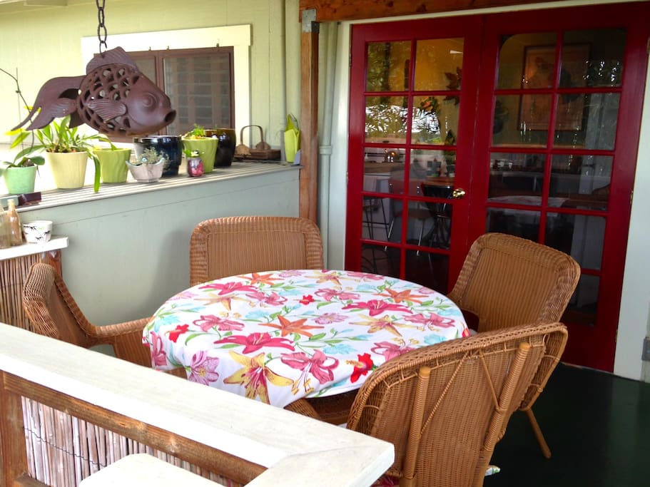 The outdoor dining lanai