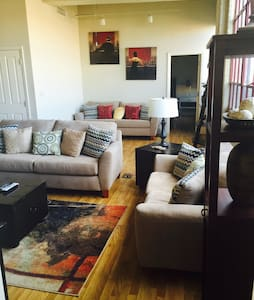 Charming downtown condo w/ parking