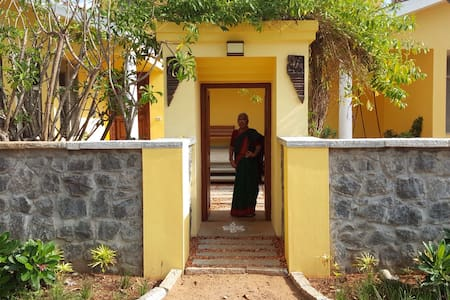 Ocean Song: beach-side villa on ECR - Villa