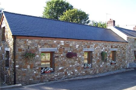Llanmorlais Farm Holiday Cottage - Gower - House