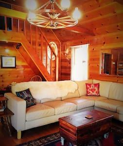 REINDEER COTTAGE 3BR, Sauna-Decks-Mntn Views-WIFI - House
