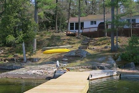 Charleston Lake Serenity  $1200/wk - Kisház