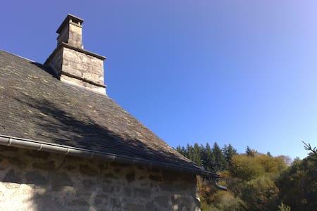 maison corrèzienne en pierre  - Corrèze