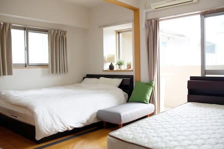 5 mins Hakata Sta with cozy room