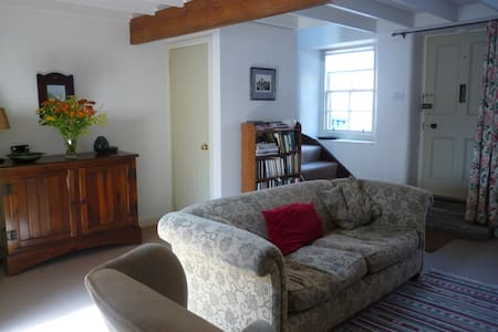 Perfect cottage in centre of Biggar