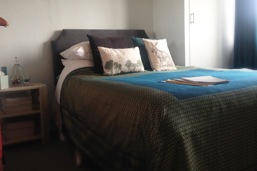 Super comfy double bed with TV, internet and refreshments
