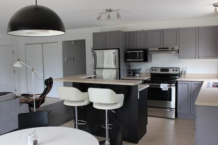 Modern 2 Bdrm in the heart of Cwood