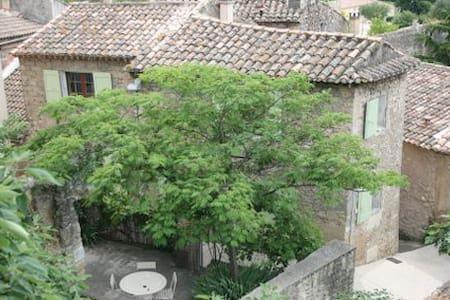 Charming village cottage & terraces - Hus
