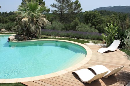 Provencal farmhouse with heated poo - Bras - Hus