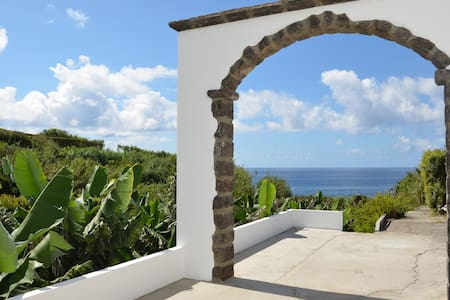 Charming Azorean house with ocean view - Vila Franca Do Campo - House