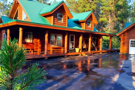 Log Cabin Sleeps 18, Hot Tub w Lake & Beach Access - Cabin