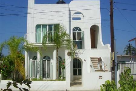 Casa Holistica Sol BnB Spa Room B - Barra de Navidad - Bed & Breakfast