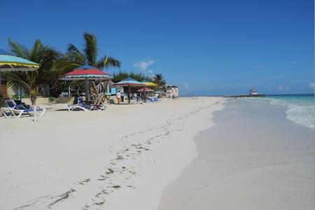 Seashell Cottage,  Jamaica JWI - Silver Sands public beach - Ház