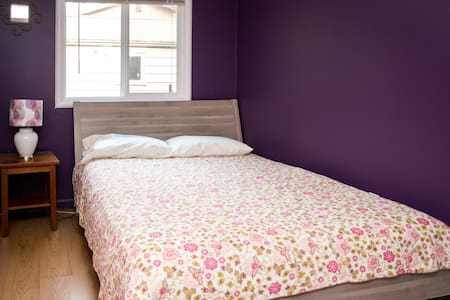 Comfortable room in a quiet house! - Shoreline