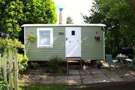 Primrose Shepherd's Hut - Cabana