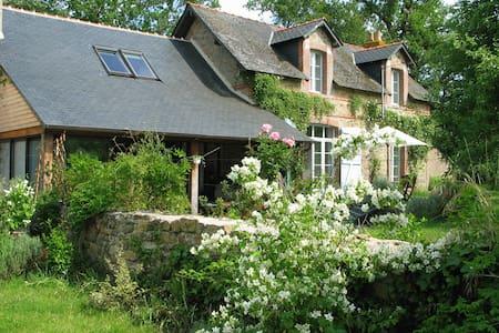 Cottage+piscine intérieure chauffée - House