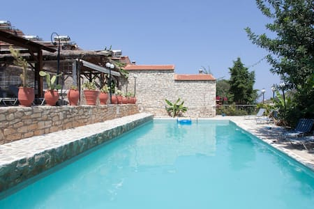 Value for money Bali Rethymnon 2 pax B&B pool WiFi - Bed & Breakfast