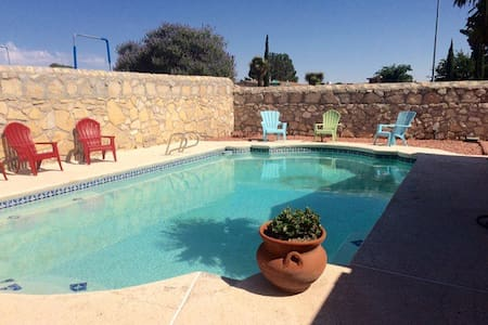 Resort Living With a Pool & Sauna - El Paso - Bed & Breakfast
