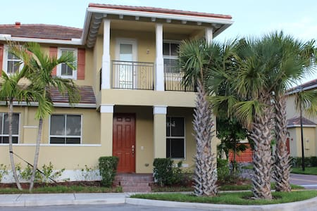 Spectacular 3-Bedroom Townhome! - Coconut Creek - Reihenhaus