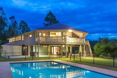 2 bedrooms own bathroom wifi & pool - Anstead