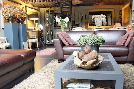 Dinellis Guesthouse Duplex GENTcity - Lejlighed