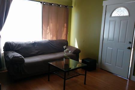 Comfortable Clean Room - Ház