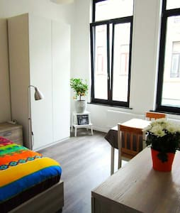 Wonderful room and perfect location - Antwerp - Apartment