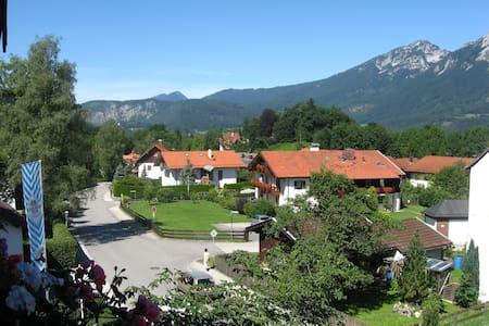 Ferienwohnung 60 cm² - Bayerisch Gmain - Huis