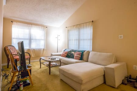 Apartment ready for Pope Visit - East Norriton - Lakás