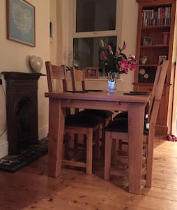 Easy Access Central Cardiff Home - House