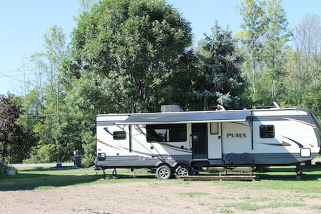 Country setting in Niagara Region - Camper/RV