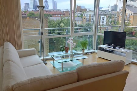 Two-bedroom flat in Wapping