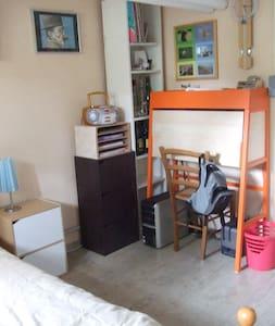 chambre de plain pied dans maison - House