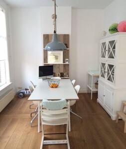 Large light en modern apartment - Ház