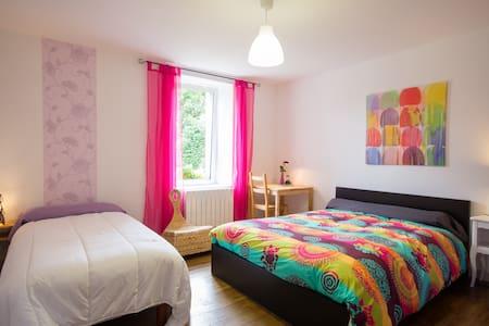 Charming bedroom / private bathroom - La Motte