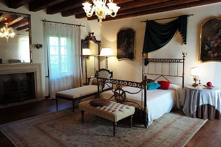 Double room in countryside Villa - Olfino